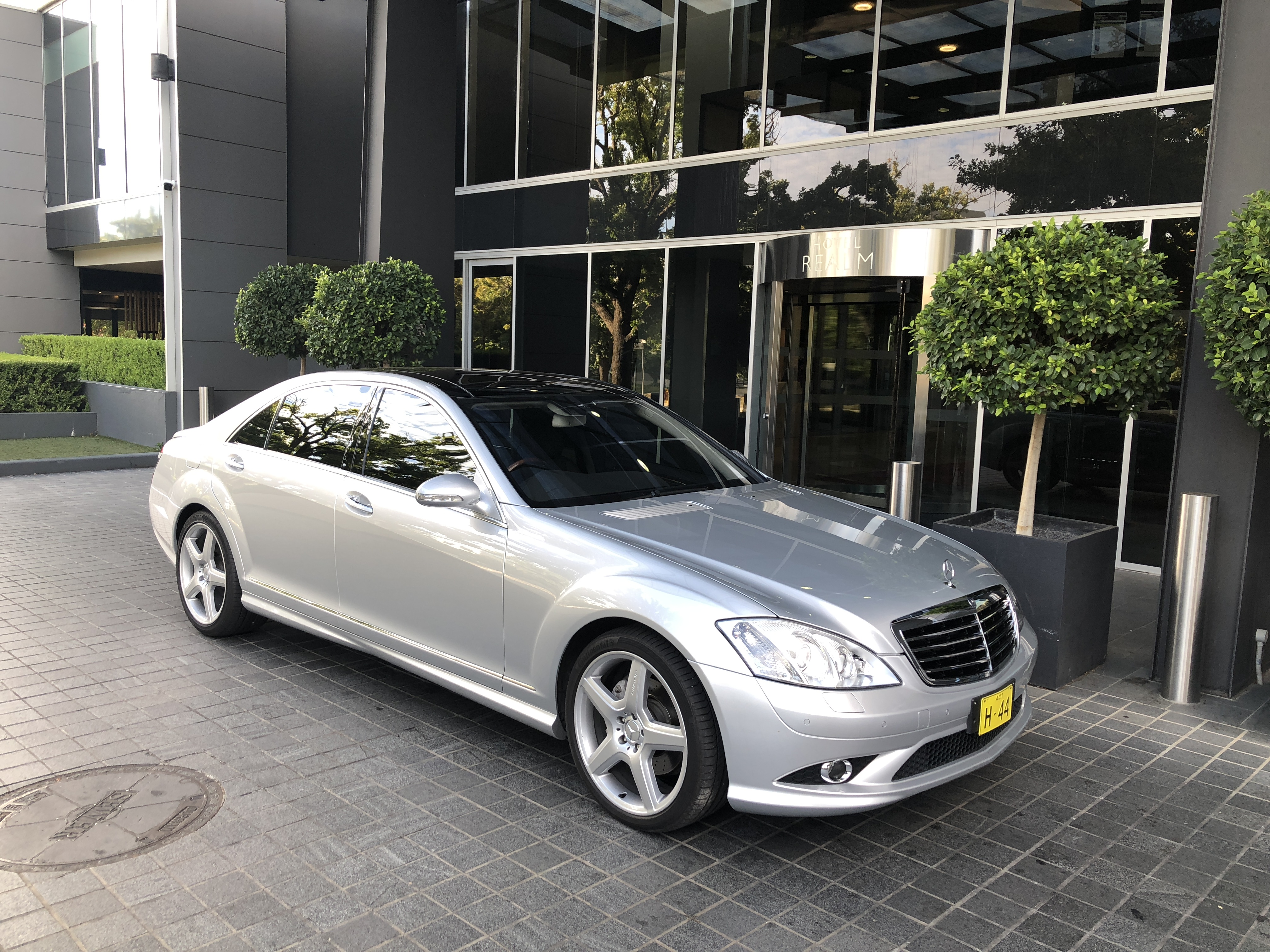Luxury Family Transfers - Valley Limousines