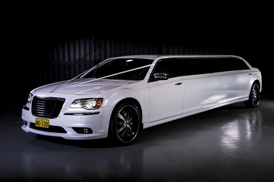 Chrysler 300c Super Stretch Limousine